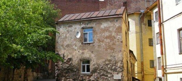 Frau erbte ein Haus von ihrer Großmutter und verwandelte es unkenntlich