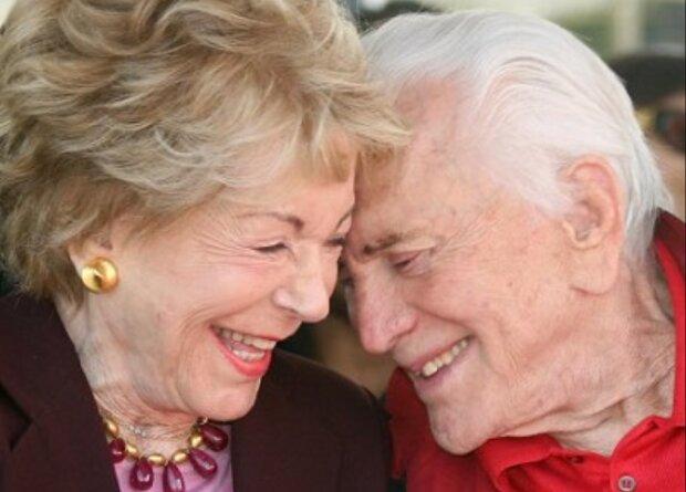Kirk Douglas und Anne Buydens: Wie Hollywoods ältestes Paar es schaffte, seine Liebe am Leben zu erhalten