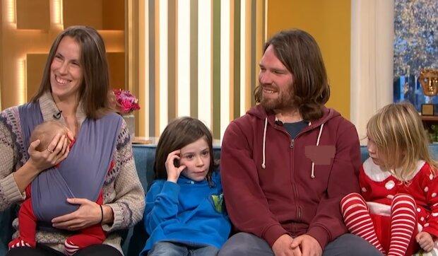 Adele und Matt Allen mit ihren Kindern. Quelle: YouTube Screenshot