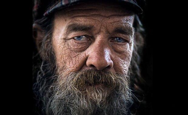 Obdachloser Mann. Quelle: Screenshot Youtube