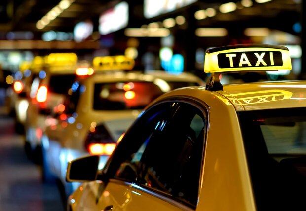 Taxifahrer wartete acht Stunden vor dem Haus einer seiner Fahrgäste. Quelle: Screenshot Youtube