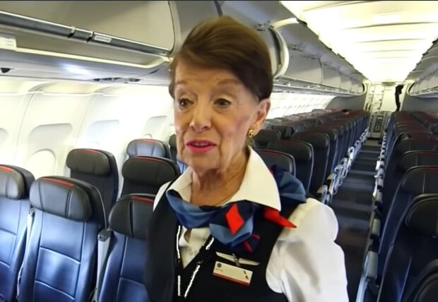 Die älteste Flugbegleiterin. Quelle: Screenshot YouTube