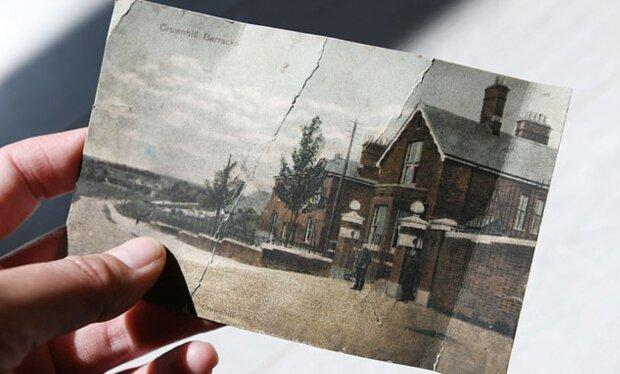 Ein Ehepaar, das die Post kontrollierte, fand die Karte: Sie war schon seit 112 Jahren auf dem Weg zu ihnen
