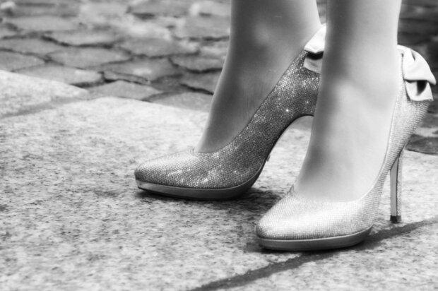 Nicht für Frauen: wer und wann angefangen hat, die ersten Absätze zu tragen