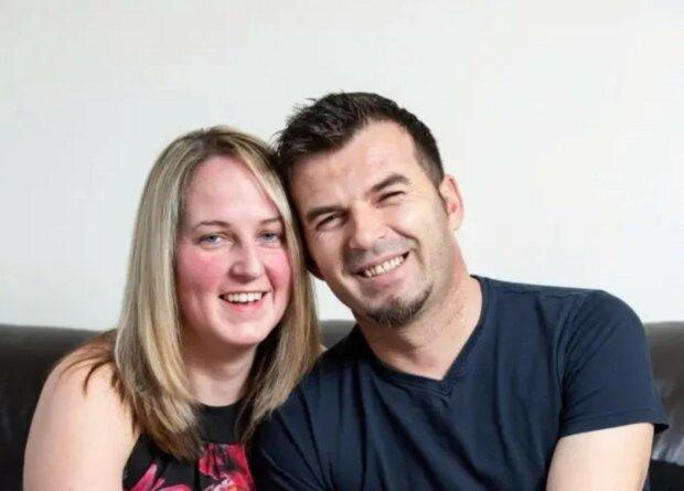 Britische Frau heiratete einen griechischen Kellner, mit dem sie bei ihrer ersten Hochzeit tanzte
