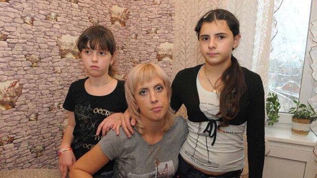 1998 verwechselte eine Hebamme zwei Mädchen in einem Entbindungskrankenhaus: Wie sie lebten