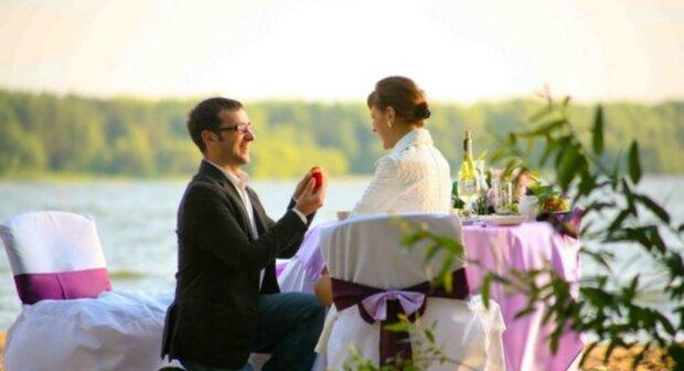 Perfektes Paar: Mann hat seiner Geliebten nicht nur einen Heiratsantrag gemacht, sondern ihr das Leben geschenkt
