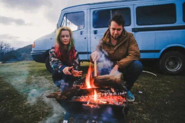 Leben auf Rädern: Ein Ehepaar hat einen billigen Minivan in ein gemütliches Zuhause verwandelt und fährt damit um die Welt