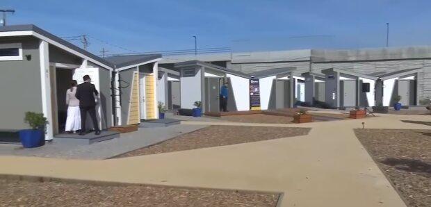 Es ist nicht einfach, dort hineinzukommen: Mini-Wohnungen für Obdachlose wurden mit der notwendigen Ausstattung gebaut