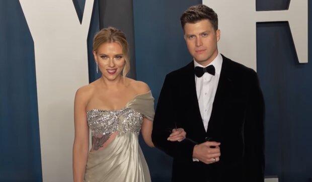Scarlett Johansson und Colin Jost. Quelle: YouTube Screenshot