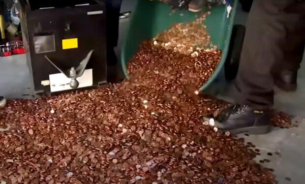 Mann beschloss, seine Ex-Frau Unterhalt in Münzen zu zahlen. Quelle: Screenshot YouTube