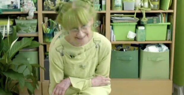 Grüne Frau. Quelle: Screenshot YouTube