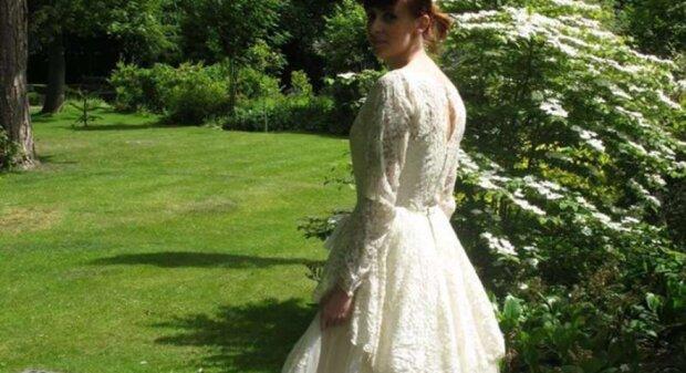 In dem Vintage-Brautkleid befand sich eine Notiz, und die Ladenbesitzer beschlossen, den Autor zu finden