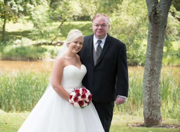 Die Tochter wartete zwei Jahre darauf, dass ihr Vater sich erholt und sie zum Altar führt