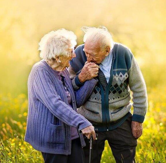"""""""Wir haben einander gefunden"""": Die Liebesgeschichte eines britischen Paares, das seit 72 Jahren zusammen lebt"""
