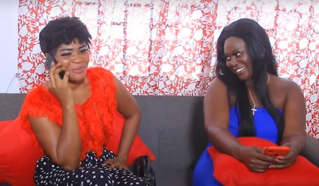Debbie und ihre Freundin. Quelle: YouTube Screenshot