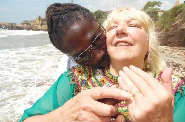 """""""Liebe verlockt"""": wie eine 68-jährige Britin der Täuschung eines jungen Liebling aus Ghana zum Opfer fiel"""