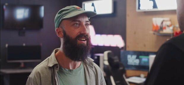 Caféangestellter, der viel Trinkgeld bekam. Quelle: Youtube Screenshot