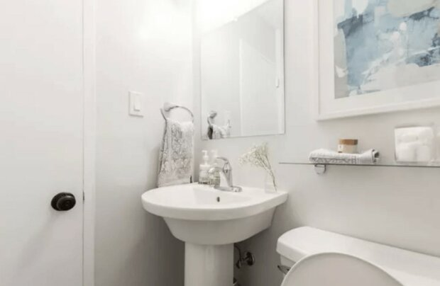 Die Eigentümer bekamen ein kleines Badezimmer, und sie beschlossen, es umzubauen
