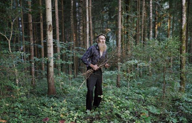 Junge ging mit 20 in den Wald und blieb dort, um die nächsten 27 Jahre als Einsiedler zu leben, Details