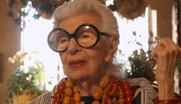 Iris Apfel: Wie die Stilikone und der Netzwerk-Star mit 99 Jahren lebt