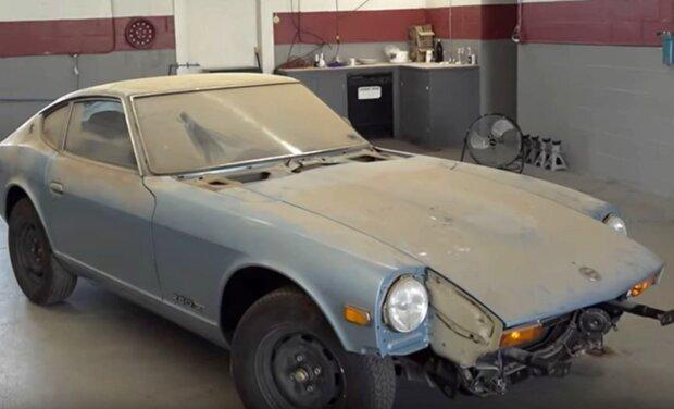 Fast ein halbes Jahrhundert stand ein Oldtimer in der Garage: wie er nach dem Waschen aussieht