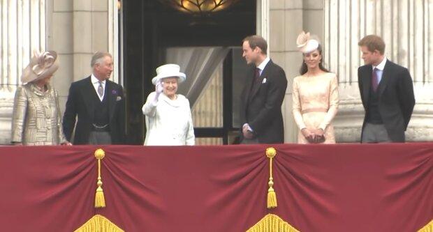 Wie die königliche Familie Weihnachten feiert: Sitten und Bräuche