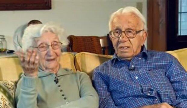 Ein anderes Paar in einem Pflegeheim. Quelle: YouTube Screenshot