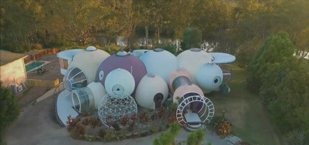 In Australien steht ein Blasenhaus zum Verkauf: Der Besitzer hat das Gebäude sieben Jahre lang selbst gebaut, Details