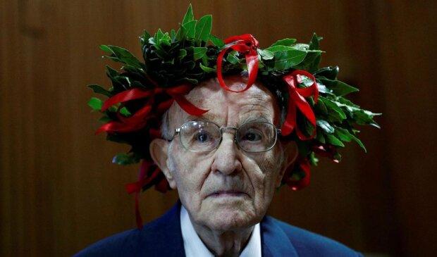 """""""Jetzt oder nie"""": Der italienische Großvater erwarb sein Diplom mit Auszeichnung im Alter von 96 Jahren"""