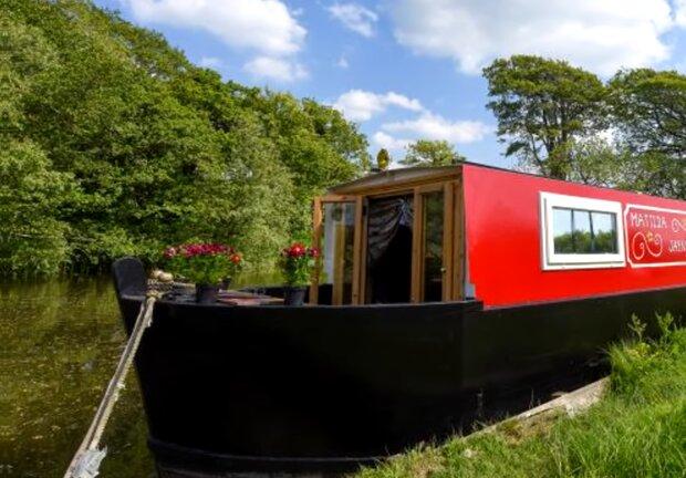 Paar baute ein Boot in ein Zuhause um. Quelle: Screenshot Youtube