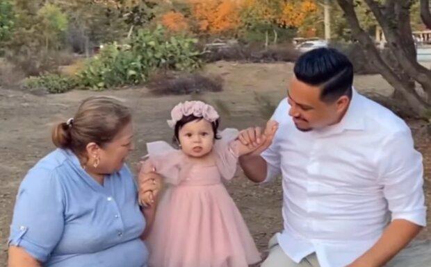 James mit seiner Mutter und seiner Tochter. Quelle: YouTube Screenshot