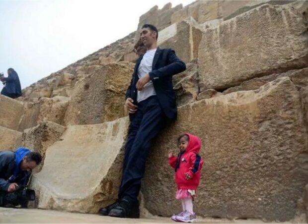 Wie sich der größte Mann und die kleinste Frau der Welt trafen