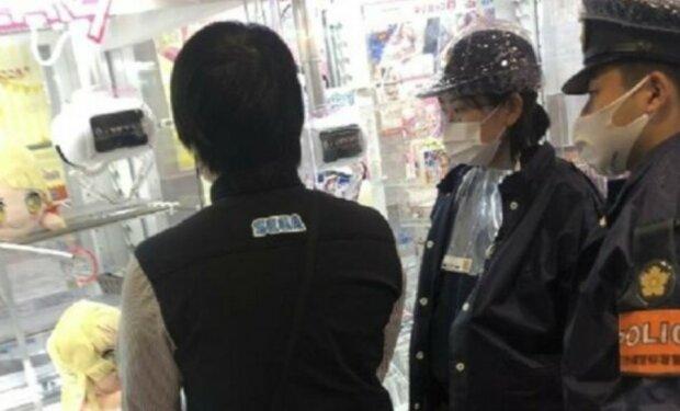 Der Mann verlor dem Gewinnautomat zweihundert Male, wurde frustriert und rief die Polizei