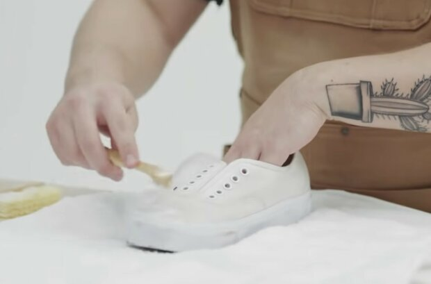 Reinigung der Lieblingsschuhe. Quelle: Screenshot YouTube