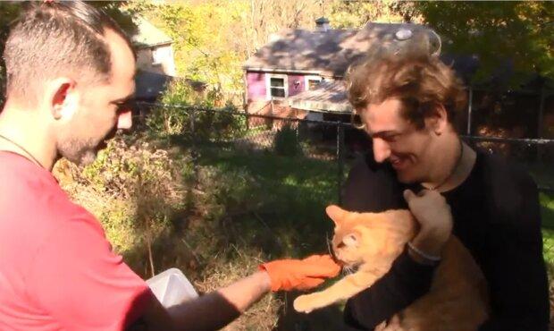 Ein Mann repariert kostenlos Häuser und Autos, rettet Tiere und hat sogar einem Fremden seine Niere gespendet