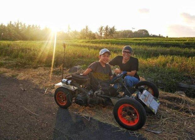 Wie ein Mann ohne Arme und Beine, der als Fotograf arbeitet, Freiwilligenarbeit leistet und sogar Auto fährt