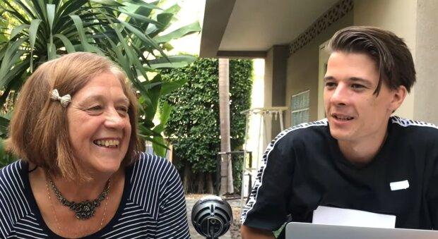 Enkel und Oma. Quelle: YouTube Screenshot
