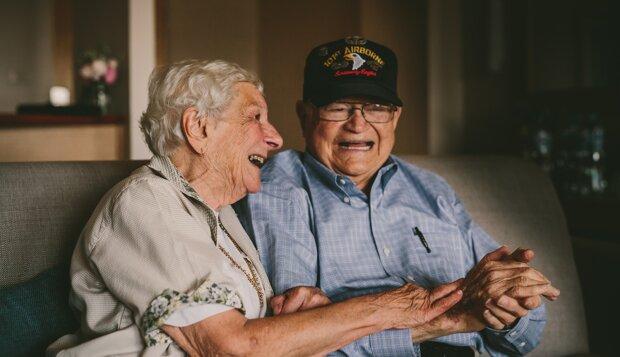 Ein Veteran hat nach 70 Jahren Trennung auf der anderen Seite der Welt seine Geliebte gefunden