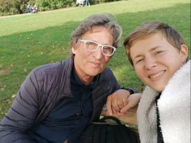 Kinder sind älter als die Ehefrau: trotz 40 Jahren Altersunterschieds ist das Paar glücklich und ignoriert alle Stereotypen