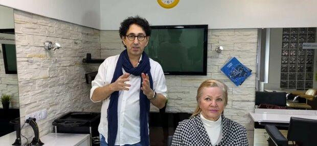 Ältere Frau hat Sehprobleme und ihr Mann beschließt, Friseur zu werden, um ihr die Haare zu machen