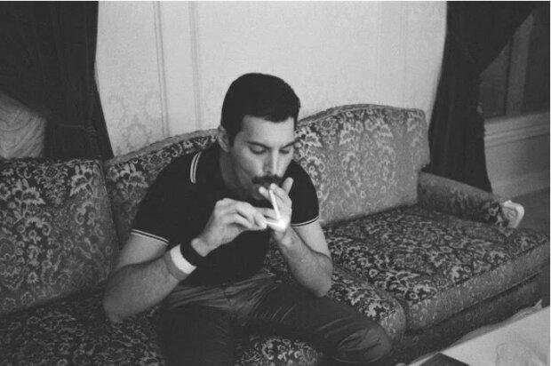 Freddie Mercury: bisher unveröffentlichte Fotos aus dem persönlichen Archiv des Führers der Queen-Gruppe