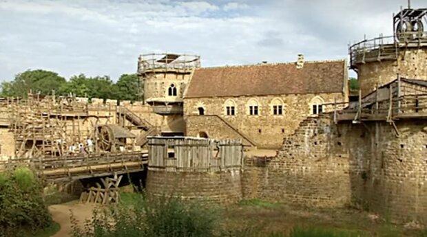 Schlossbau. Quelle: Screenshot YouTube