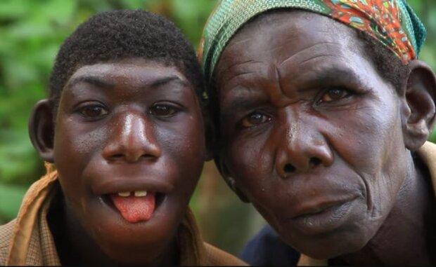 Ein Mann aus Ruanda lebt in einem Baum und isst Kräuter: Um seinen Sohn nach Hause zu bringen, muss die Mutter das Lasso nehmen