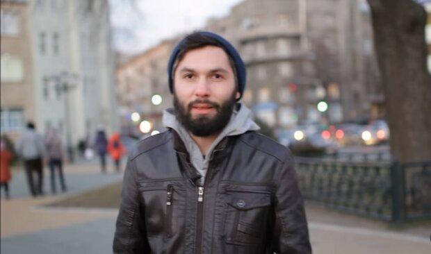 Ein Mann hat sich seit fünf Jahren nicht rasiert. Quelle: Youtube Screenshot