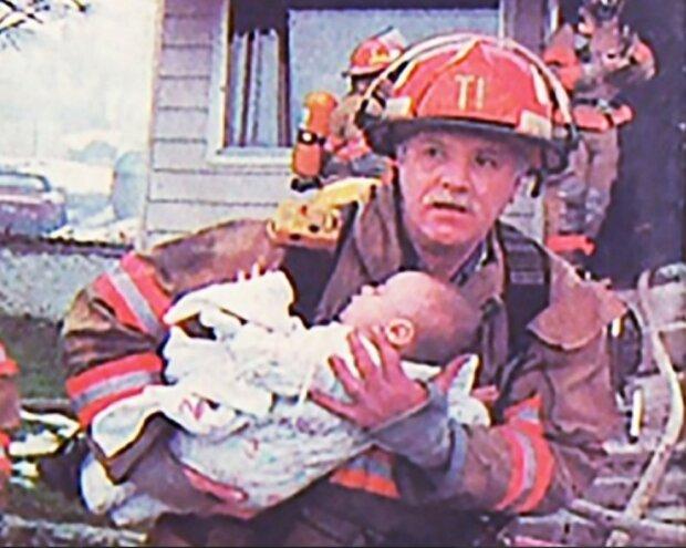 Feuerwehrmann rettete ein kleines Mädchen: 17 Jahre dauerte es, bis es dem Retter danken konnte