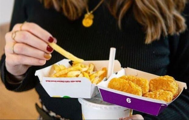 Eine Frau bestellte ein Jahr lang kostenloses Essen, und als sie herausfand, warum die Rechnung nicht kam, war es ihr peinlich
