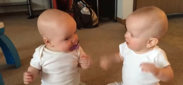 Zwei Mädchen. Quelle: Youtube Screenshot