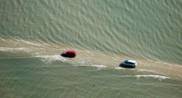 Eine Autobahn, die zweimal am Tag unter Wasser geht