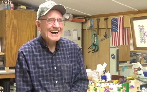 Fürsorglichkeit: Seit 50 Jahren stellt ein Mann Spielzeuge für bedürftige Kinder her